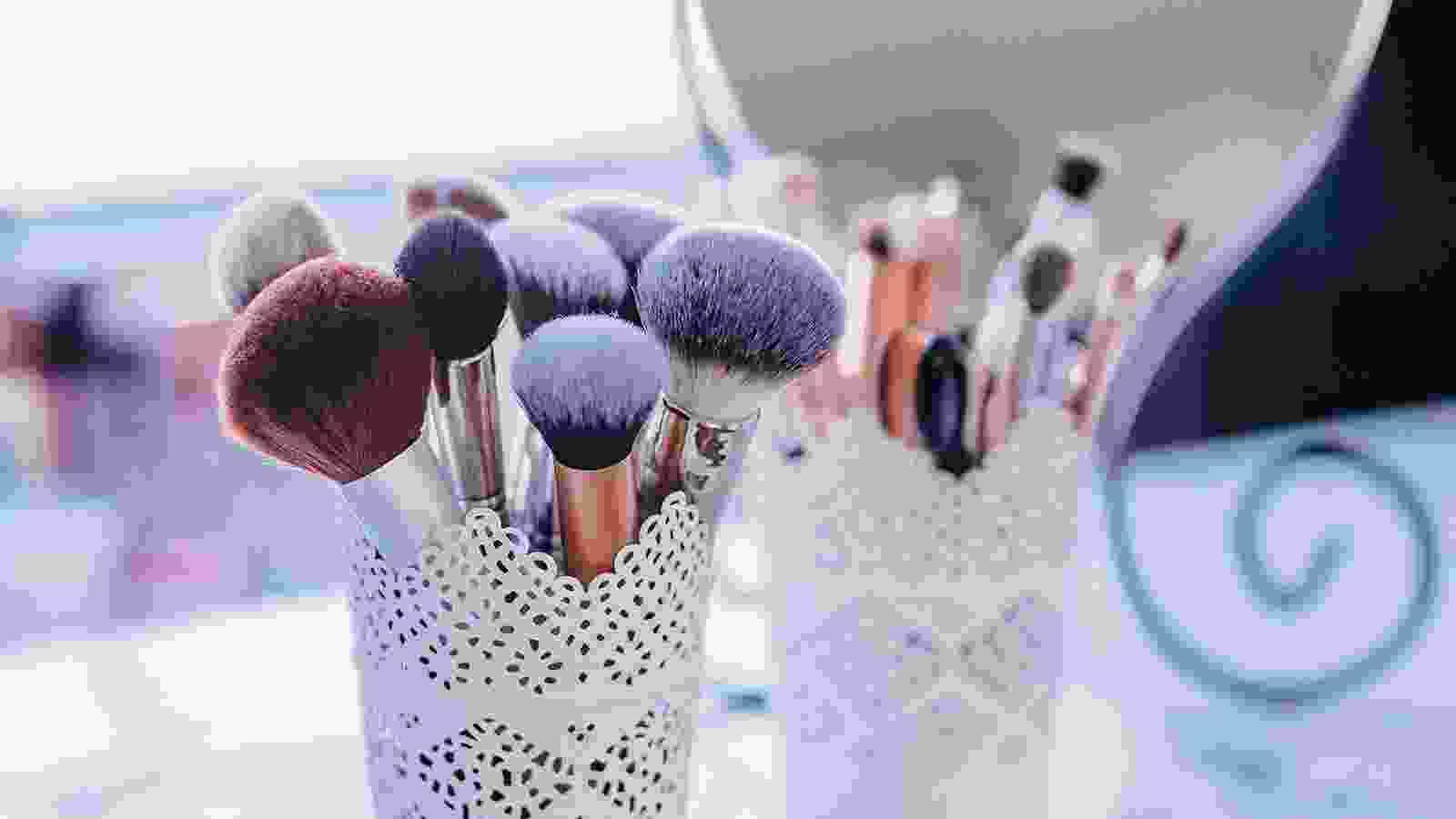 Manicuring gel and brush